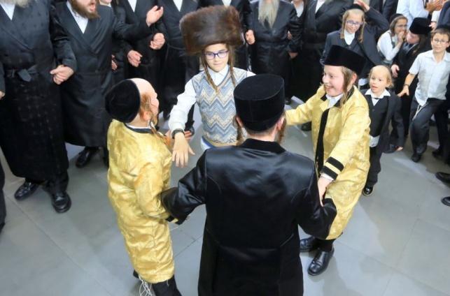 גדולי הרבנים בחתונת בן הרב פרץ מאיר