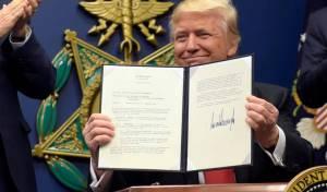 טראמפ מנופף בצו נשיאותי - בית משפט העליון אישר את הצו של טראמפ