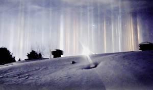 מה גרם לעמודי אור מסתוריים בשמי קנדה? צפו בווידאו