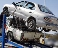 טנדר הוביל על הגג רכב נוסף ונעצר • צפו