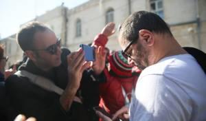 """מחוץ לביהמ""""ש: מהומות בדיון על יונתן פולק"""