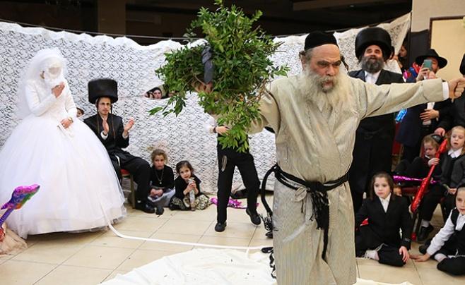 וידאו ותמונות: רבי גמליאל רוקד בפני הכלה
