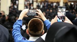 """אלפים בסליחות במרכז חב""""ד העולמי • צפו"""
