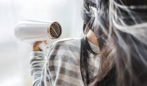 האם זה רע לישון עם שיער רטוב? המומחים עונים