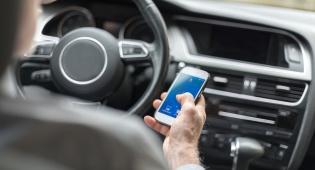 בית המשפט: כל החזקת טלפון ביד אסורה