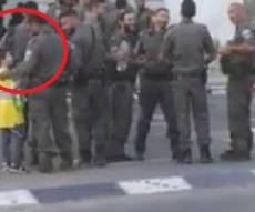 ילד חרדי השקה שוטרים בהפגנת הפלג. צפו