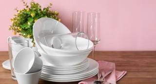 למה כדאי לכם להתחיל לנקות כלים עם אורז (כן, ברצינות)