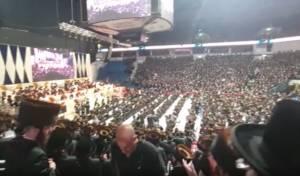 תיעוד: החסידים כבשו את אצטדיון הארנה