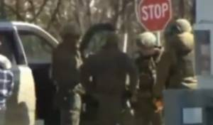 חיילים קנדים בזירה בה נורה הרוצח