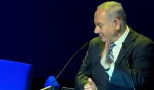 תיעוד התקרית - אישה התפרצה לנאום נתניהו: כך הוא הגיב