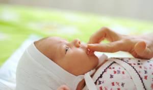 נא לא לגעת בתינוק