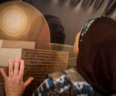 מתפללת בקבר רחל, ארכיון - 'קול ברמה נשמע', 'מאמע': שירים לרחל אמנו