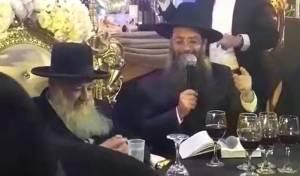 """הרב מנחם ביטון מסלסל בשיר """"תניא"""" • צפו"""