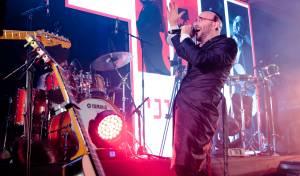 פיני איינהורן בביצוע Live – 'אהיים' • צפו
