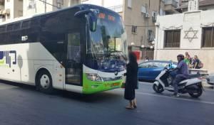 תיעוד מבני ברק: אישה חרדית VS אוטובוס