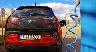 BMW בהטענה - צפו: מהפכת ההטענה האלחוטית