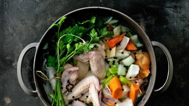 ציר עוף תוך 30 דקות שמעשיר כל מרק