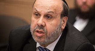 השר דוד אזולאי - מאבק במשרד הדתות: מי יהיה דובר המשרד