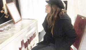 """תיעוד: רינת גבאי בתפלה בציון החיד""""א בי-ם"""