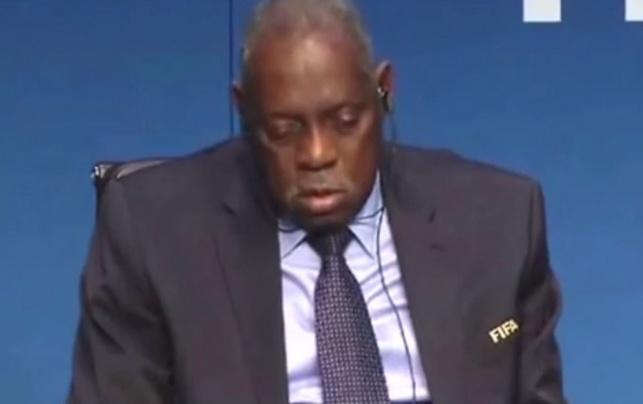 "נשיא פיפ""א נרדם באמצע מסיבת העיתונאים"