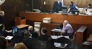 השופט דוד רוזן נכנס הבוקר לאולם