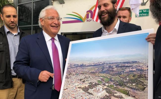 """תמונת בית המקדש והשגריר - הארגון התנצל: """"מעשה זול"""""""