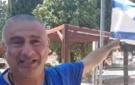 האב השכול בכה על קבר בנו: מרגיש מושפל