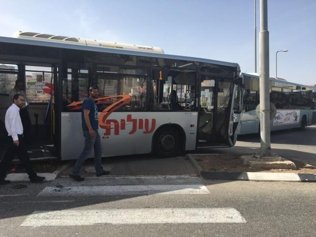 שני האוטובוסים