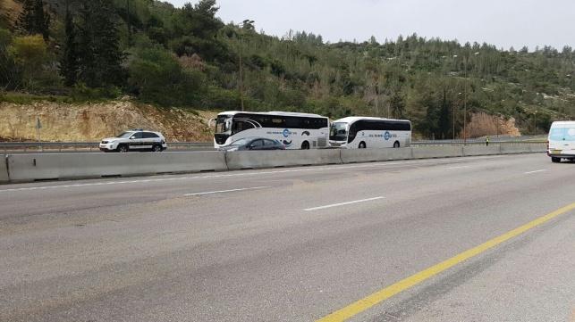 אוטובוסים מעוכבים בשער הגיא