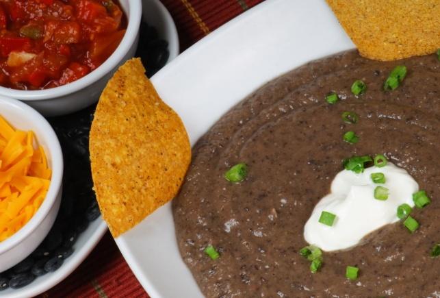 מהיר וקל: מרק שעועית וחלב קוקוס פיקנטי ועשיר