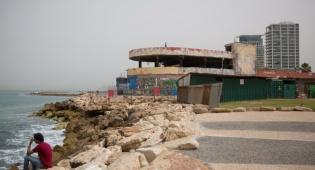 בנין הדולפינריום בתל אביב שעומד להיהרס - התחזית: חם מהרגיל לעונה, עם גשם מקומי