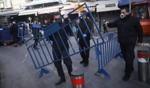 השוטרים הציבו מחסומים - וסגרו את השוק