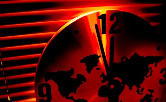 2 דקות לחצות
