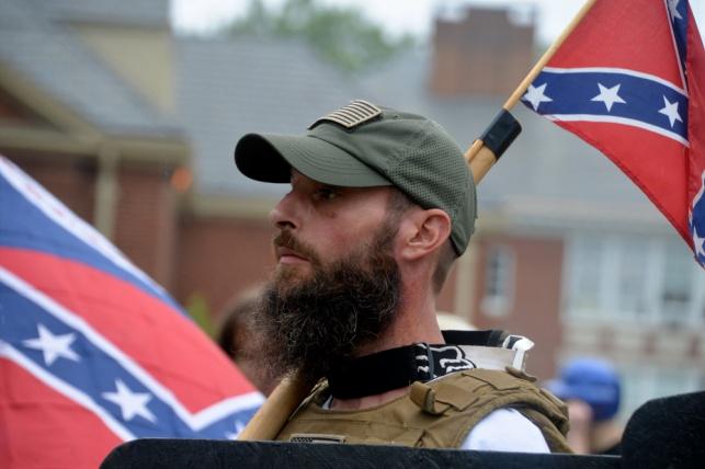 """הפגנת גזענים לבנים וניאו נאצים בוירג'יניה, ארה""""ב"""