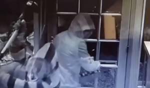 שדדו חנות תכשיטים והכו את בעליה בפטיש