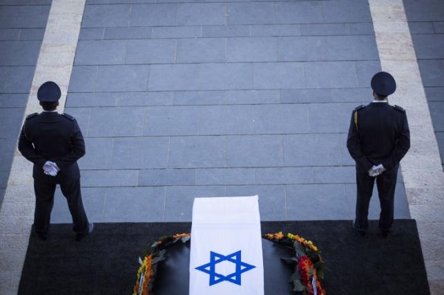 ארונו של פרס ברחבת משכן הכנסת, היום