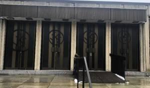 הצלבים על בית הכנסת