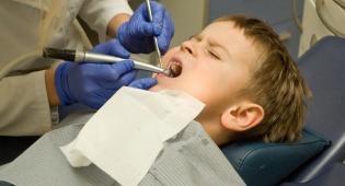 טיפול רשלני של רופא השיניים. אילוסטרציה - רופא שיניים ישלם על טיפול רשלני 142,000 שקל