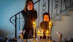 האם צריך לכבות את האור לפני נרות שבת?