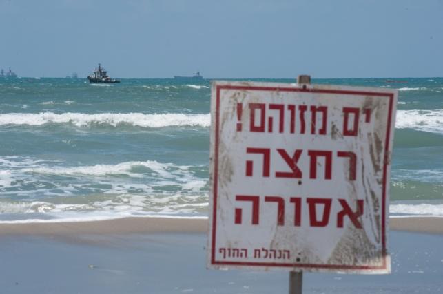 שלט זיהום בים, אילוסטרציה