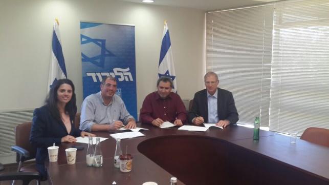 יש ממשלה: 'הבית היהודי' חתמו