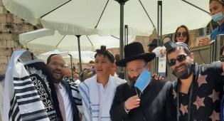יהודה לוי חגג את בר המצווה לאחיינו בכותל
