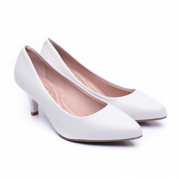 נעל עקב לבנה. WeShoes.