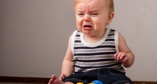 הילדים תקועים בבית, והמשפחה כמו סיר לחץ. אילוסטרציה - איך להתמודד עם החורף בשלום? מדריך להורים אבודים