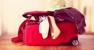 יוצאים לחופשה? הטריק שימנע התפוצצות בקבוקים במזוודה