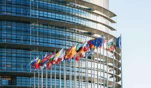 בניין הפרלמנט האירופי - באיחוד האירופי שוקלים סנקציות על איראן