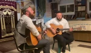"""צפו בשידור חוזר: האחים כ""""ץ במופע קרליבך"""