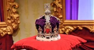 המלכה אליזבת חושפת: זה החיסרון היחיד בחבישת כתר