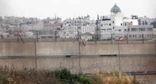 קלקיליה מאחורי הגדר - רכבו של ישראלי נשדד בקליקליה והוא נעצר