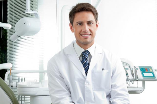 ערכות להלבנת שיניים בבית: מה אומר רופא השיניים